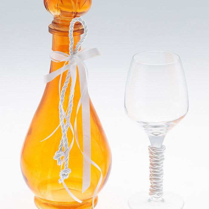 Χρωματιστή καράφα διακοσμημένη με ποτήρι κρυστάλλινο