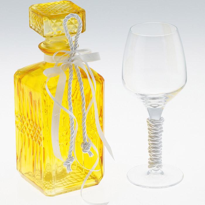 Τετράγωνη καράφα χρωματιστή χρυσό χρώμα με ανάγλυφο σχέδιο με ποτήρι