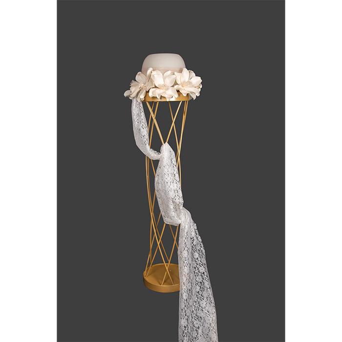 Κηροπήγιο λαμπάδα γάμου διακοσμημένο με λουλούδια