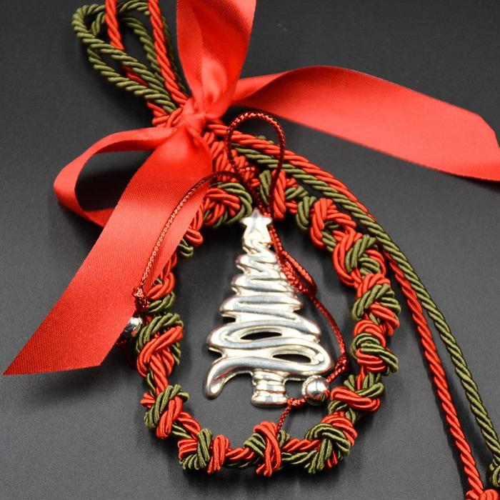 Χριστουγεννιάτικο δέντρο με κορδόνια