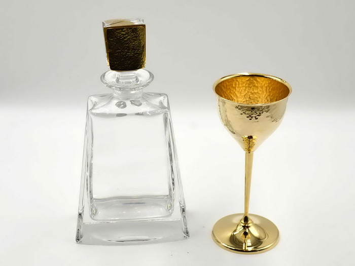 Σετ καράφα ποτήρι σφυρήλατα σε χρυσό