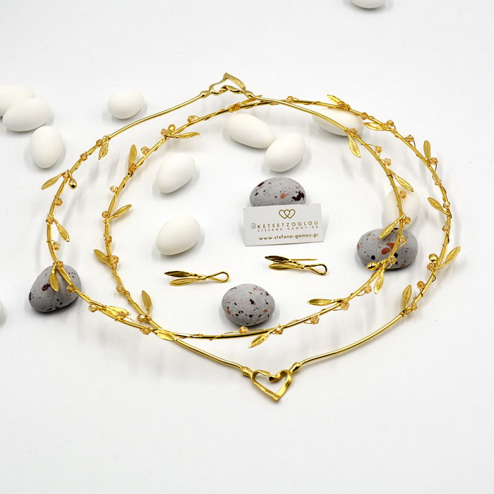 Χρυσές δημιουργίες σε στέφανα με φύλλα ελιάς