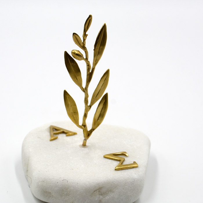 Μπομπονιέρες γάμου με φύλλα ελιάς & μονόγραμματα