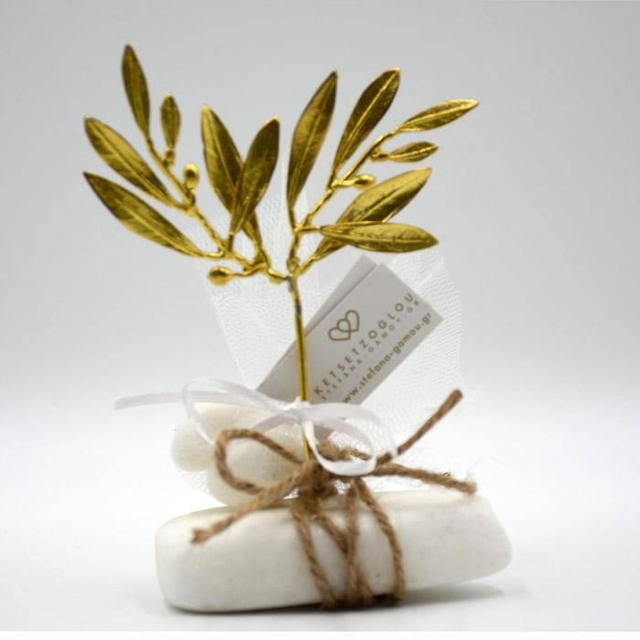 Μπομπονιέρα γάμου με διπλά φύλλα ελιάς