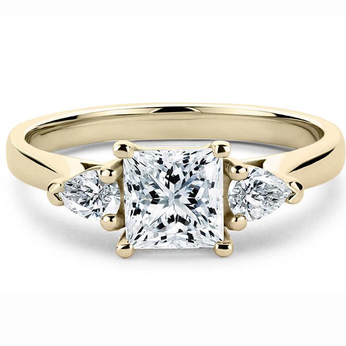 Μονόπετρα δαχτυλίδια με princess cut & pear cut diamonds