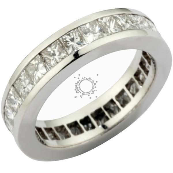 Ολόβερο δαχτυλίδι με μπριγιάν princess cut.