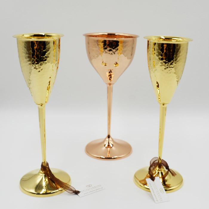Ποτήρι κρασιού και σαμπάνιας σε νέα σχέδια