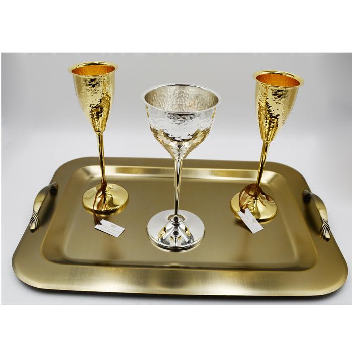 Ποτήρια κρασιού και σαμπάνιας για ένα ξεχωριστό γάμο