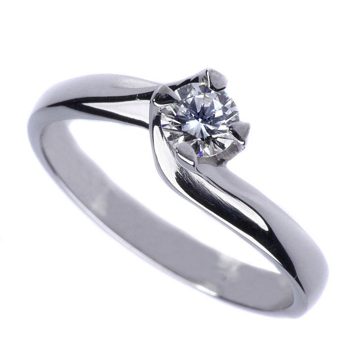 Μονόπετρα μπριγιάν σε σχέδιο φλόγα η τέλεια προτάση γάμου