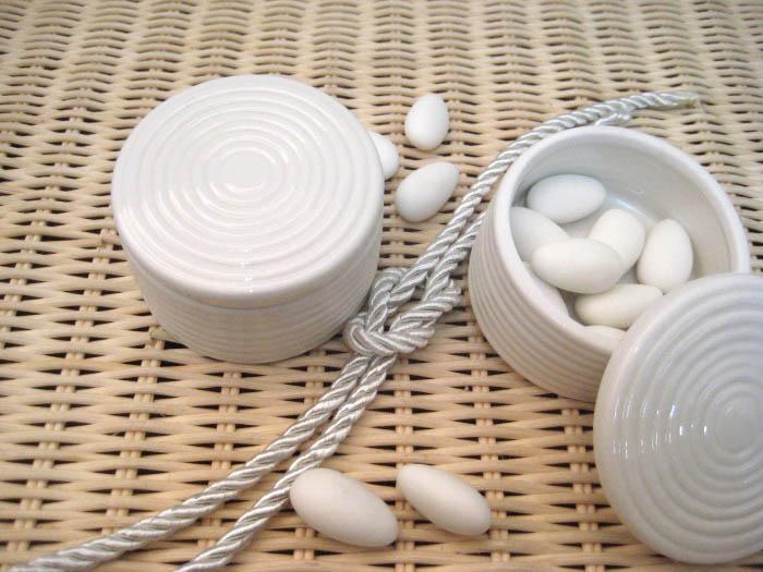 Στρογγυλό κουτάκι μπομπονιέρα γάμου - eshop online stefana-gamou.gr